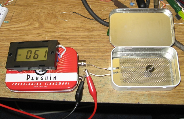 Picoammeter measuring ion chamber current with an Americium source inside